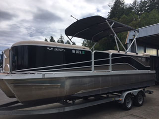22 foot Pontoon 115 HP